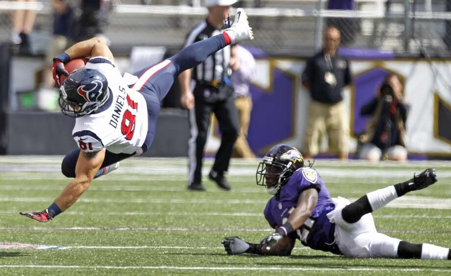 Texans tight end Owen Daniels makes a catch against the Ravens. Photo: Brett Coomer, Houston Chronicle