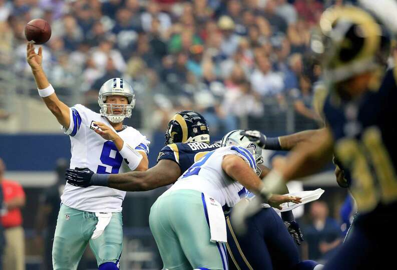 ARLINGTON, TX - SEPTEMBER 22:  Quarterback Tony Romo #9 of the Dallas Cowboys passes during the game