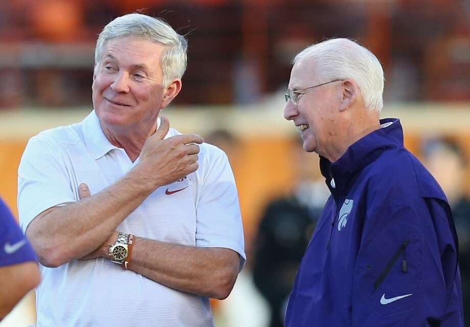 Mack Brown, left, talks with Bill Snyder before the game. Photo: Ronald Martinez, Getty Images