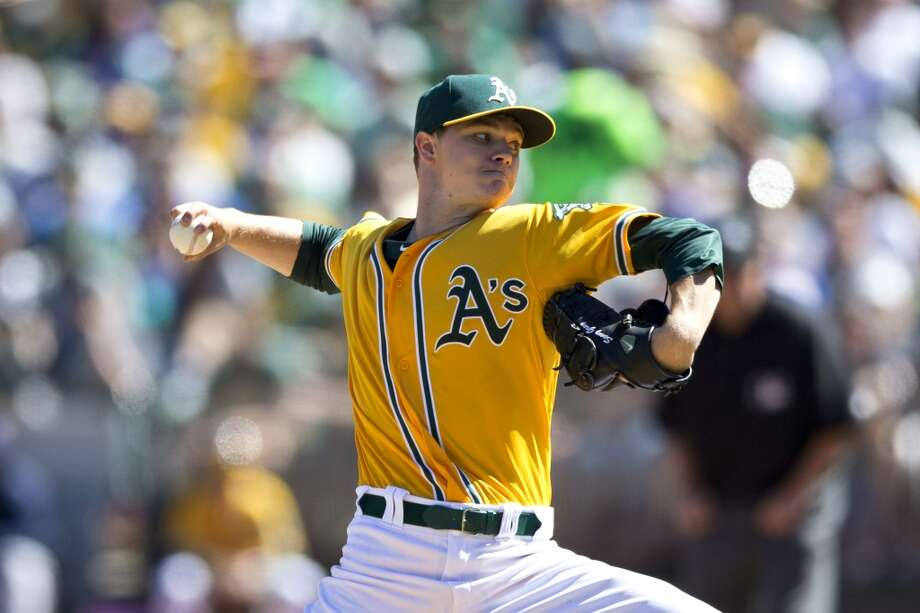 Sonny Gray of the Oakland Athletics pitches against the Minnesota Twins during the second inning at O.co Coliseum on September 22, 2013 in Oakland, California. Photo: Jason O. Watson, Getty Images