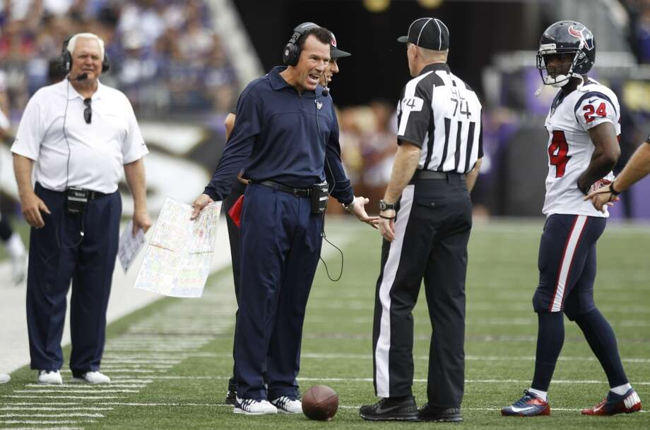 Texans coach Gary Kubiak argues a call with officials. Photo: Brett Coomer, Houston Chronicle