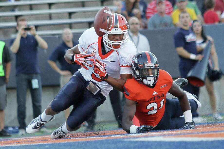 UTSA and cornerback Bennett Okotcha, breaking up a pass in the end zone for UTEP's Jordan Leslie, didn't allow an offensive touchdown to the Miners. Photo: Mark Lambie / El Paso Times