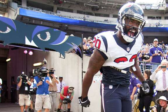 Free safety Ed Reed makes an entrance that was long-awaited by Texans fans and well-received by Ravens supporters. His Texans debut on Sunday came against the franchise with which he spent the first 11 years of his career.