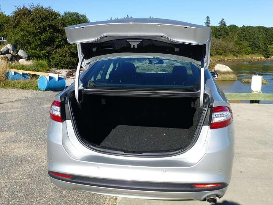 The Fusion SE's trunk is deep and, with 16 cubic feet, will hold plenty of bags and groceries. I quibble, however, about the trunk opening. When it's up, the trunk lid is about at head-crashing level, and the opening itself is not going to accommodate any large boxes.