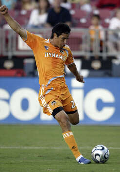 Houston Dynamo's Brian Ching shoots and misses against New England Revolution's goalkeeper Matt Reis (not pictured) in the first half of a soccer game at Robertson Stadium on Saturday, May 19, 2007. Photo: Jessica Kourkounis, For The Chronicle / Freelance