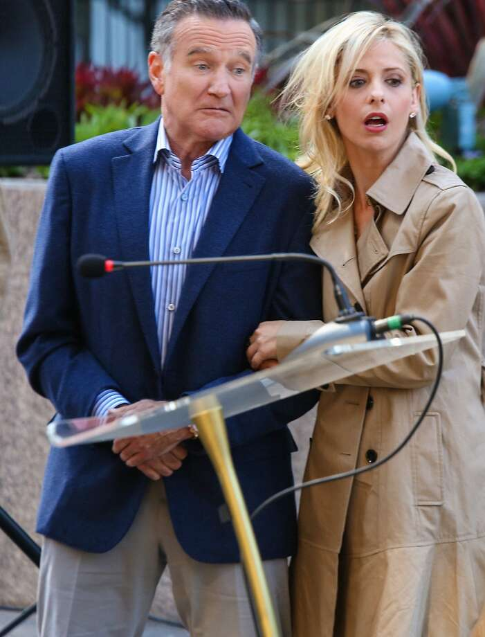 """The Spectacular"" -- Simon (Robin Williams, left) encourages Sydney (Sarah Michelle Gellar, right) to take the lead on an ad campaign which goes horribly awry, on THE CRAZY ONES, Thurs. Oct. 10 (9:01 – 9:31 PM, ET/PT) on the CBS Television Network. Photo: Richard Cartwright, CBS"