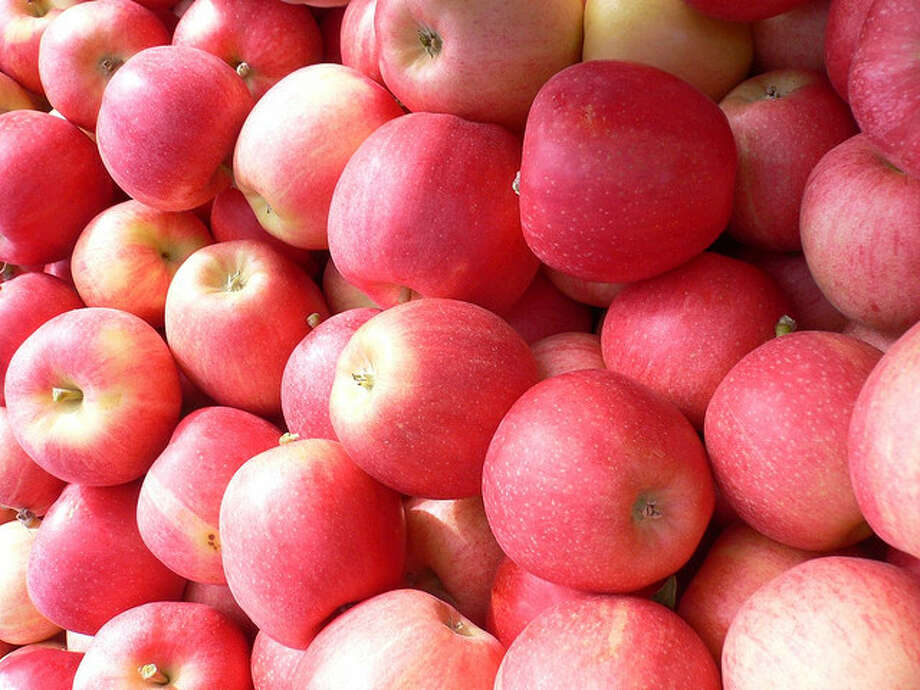 15 - Apples and other regional fruit are in their prime. Photo: Jo.in.pink, Flickr