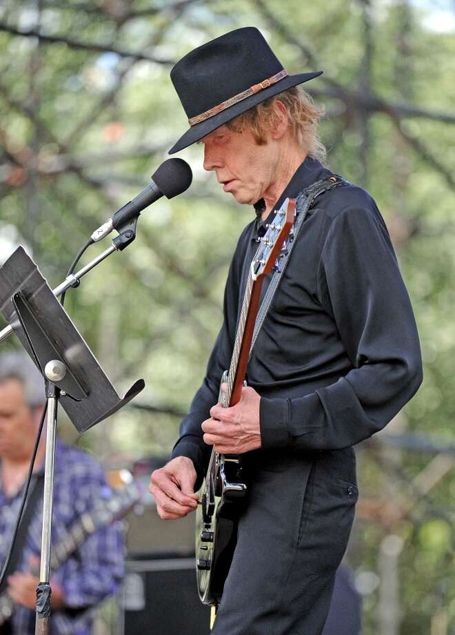 JandekUntil recently, Houston musician Sterling Smith, who performs and records as Jandek, had been seen by very few people. The fact that Sterling Smith actually was the real name of the performer hadn't even been determined. Musicians such as Kurt Cobain, Mike Watt and Thurston Moore have expressed their admiration for his music.