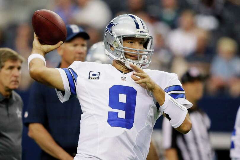 Dallas Cowboys quarterback Tony Romo (9) warms up before of a NFL football game   against the St. Lo