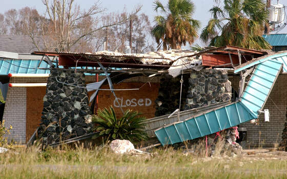 A motel along Interstate 10 near Vinton, La., that suffered heavy damage from Hurricane Rita is seen Thursday, Sept. 29, 2005. (AP Photo/The Beaumont Enterprise, Mark M. Hancock)  ** MAGS OUT NO SALES  TV OUT  INTERNET: AP MEMBERS ONLY ** Photo: MARK M. HANCOCK, AP / THE BEAUMONT ENTERPRISE