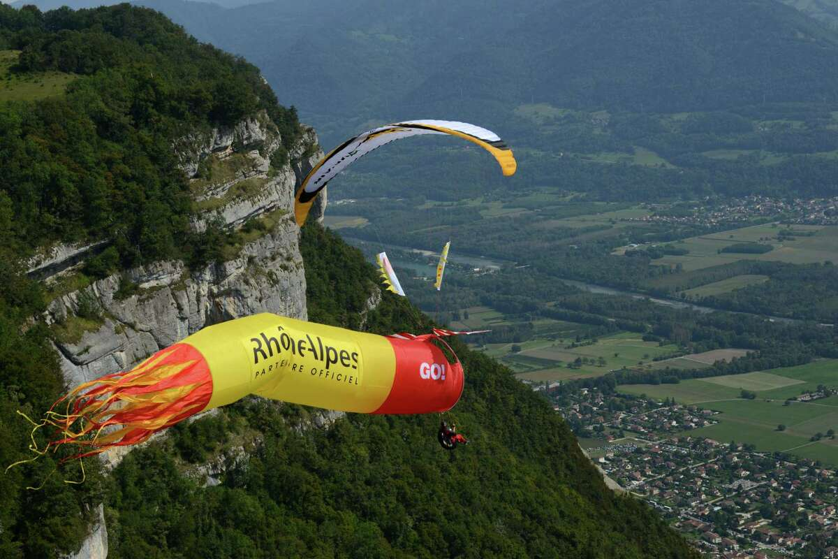 A paraglider competes, on September 22, 2013 in Saint-Hilaire-du-Touvet, southeastern France, during the 40th edition of the Icare cup. AFP PHOTO / JEAN-PIERRE CLATOTJEAN-PIERRE CLATOT/AFP/Getty Images ORG XMIT: -