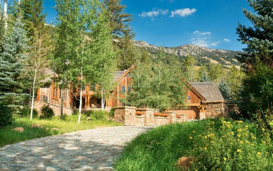 Property with mountain backdrop. All photos via Prugh Real Estate, Jackson Hole, WY Photo: Http://www.prughrealestate.com/properties/6895-n-bowman-rd-teton-village-wy-83025
