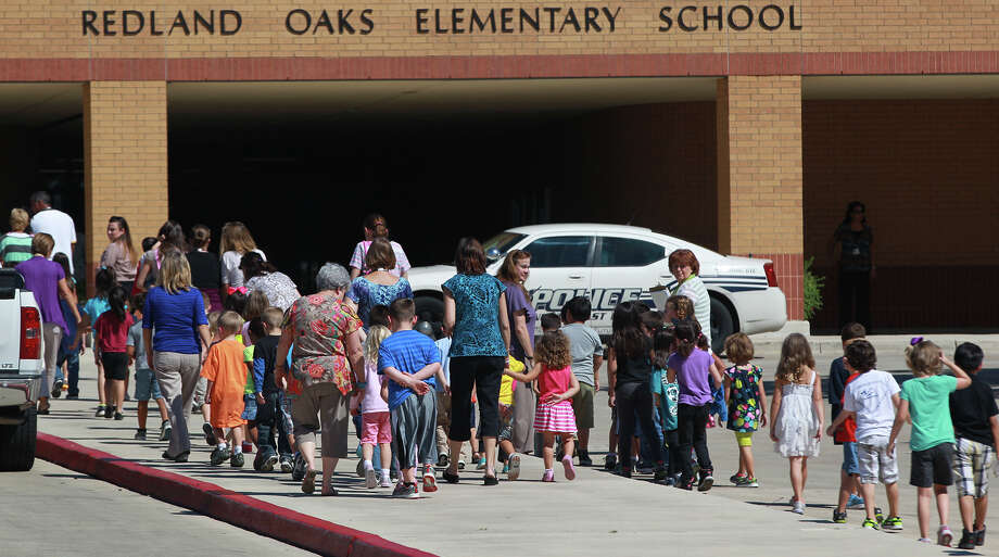 Kids from Redland Oaks Elementary School go back to class while the search for missing 11-year-old student Bailey DuPlant-Rangel goes on Tuesday September 24, 2013. Northeast Independent School District spokesperson Aubrey Chancellor said the girl asked to go the restroom and did not return at about 9:30 a.m. She was later found at about 12:15 p.m. Photo: JOHN DAVENPORT, SAN ANTONIO EXPRESS-NEWS / ©San Antonio Express-News/Photo may be sold to the public