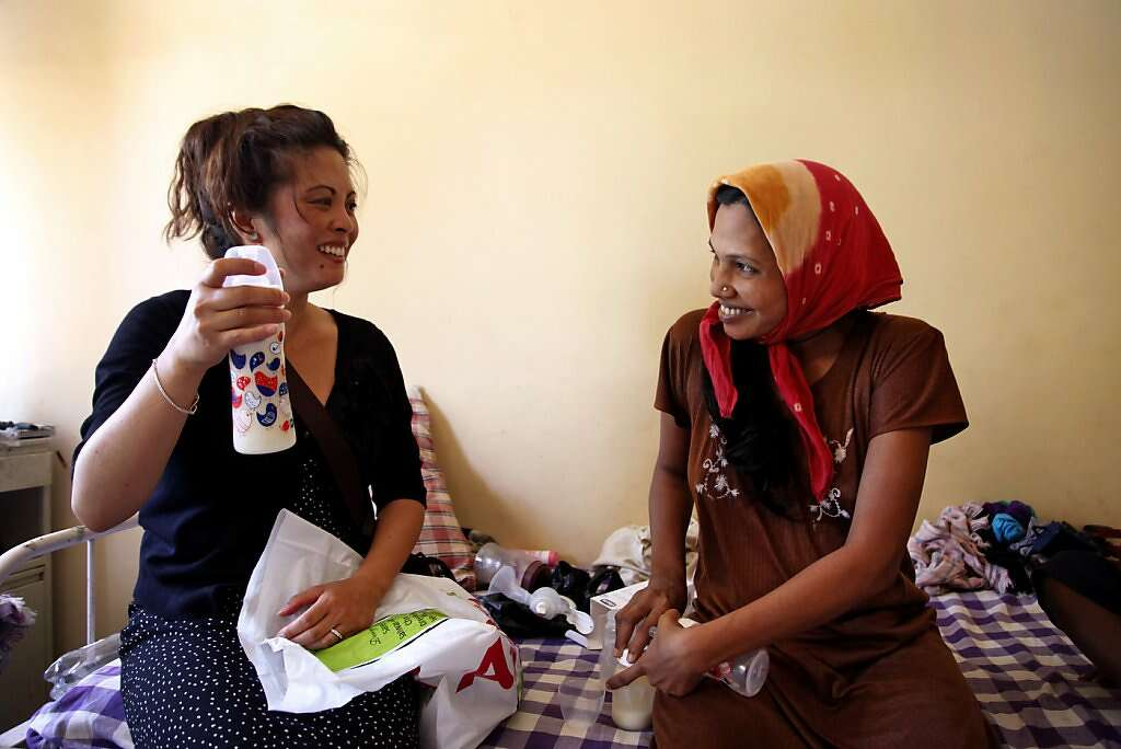 Jennifer Benito-Kowalski (left) marvels at the quantity of breast milk she receives from Manisha Parmar during a visit to the Akanksha Infertility Clinic in Anand, India, Thursday, May 30, 2013. Photo: Nicole Fruge, The Chronicle
