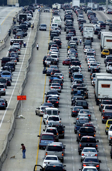 One of the benefits of a wider Interstate 45 south of Houston is it can handle more traffic in those rare instances where the coast is evacuated because of severe weather, such as when Hurricane Rita beared down on the region on Sept. 22, 2005. (Chronicle/Ben DeSoto) Photo: Ben DeSoto, Houston Chronicle / Houston Chronicle