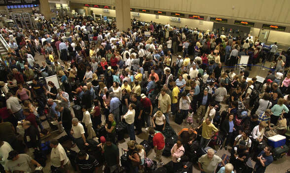 The line for security runs the length of the Concourse lobby of Terminal C at the Bush Intercontinental Airport,  Thursday morning, Sept. 22, 2005. Photo: Ben DeSoto, Houston Chronicle / Houston Chronicle