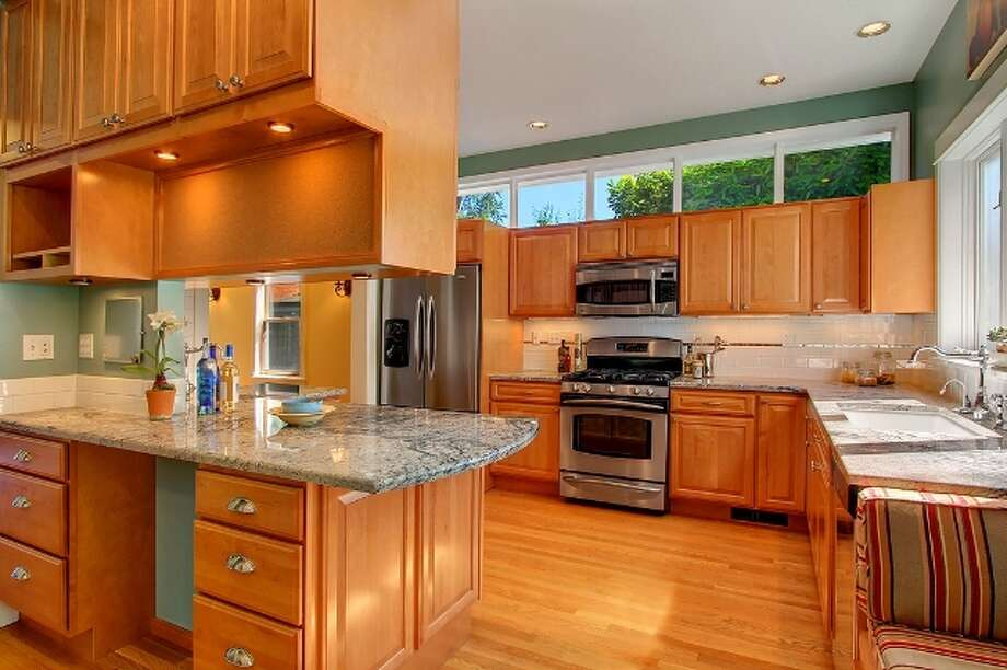Kitchen of 621 27th Ave. E. It's listed for $774,900. Photo: Vista Estate Imaging, Jacob Pickett, Keller Williams Greater Seattle Realty