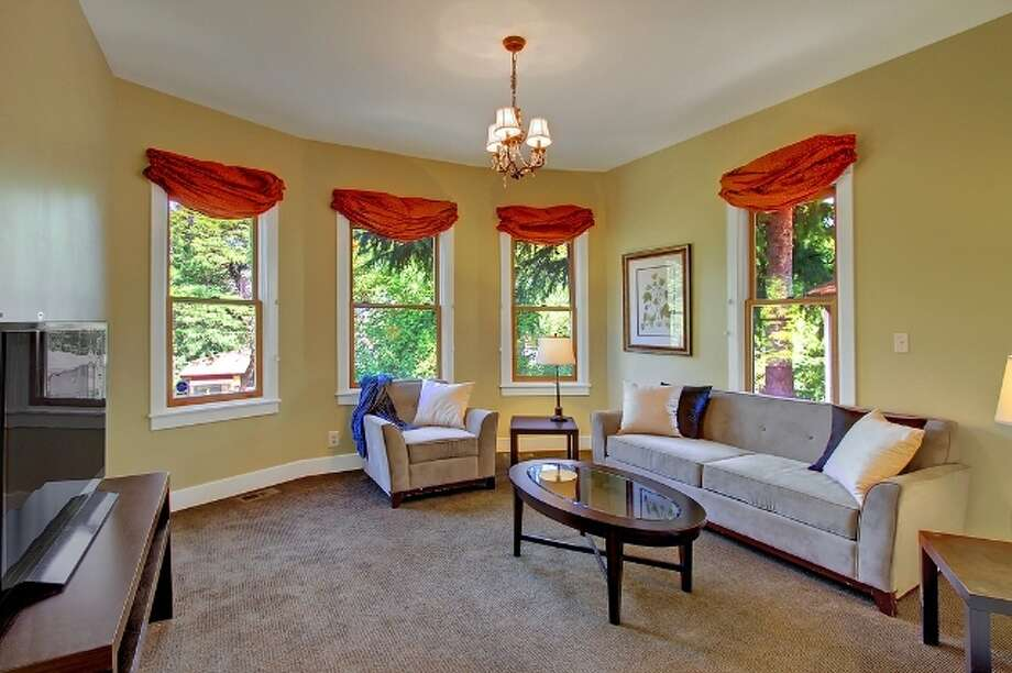 Living room of 621 27th Ave. E. It's listed for $774,900. Photo: Vista Estate Imaging, Jacob Pickett, Keller Williams Greater Seattle Realty