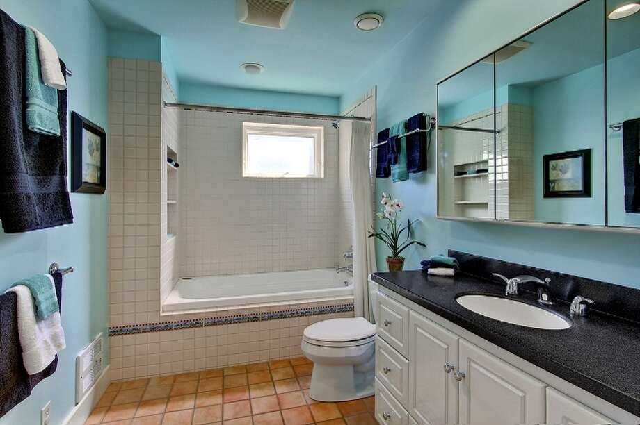 Bathroom of 621 27th Ave. E. It's listed for $774,900. Photo: Vista Estate Imaging, Jacob Pickett, Keller Williams Greater Seattle Realty