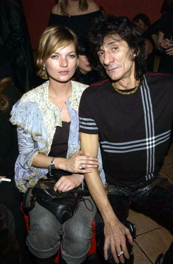 Kate Moss and Ronnie Wood, 2001. Photo: Dave Benett, Getty Images / Hulton Archive
