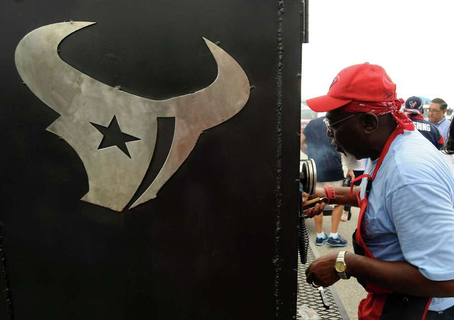 "Melford ""Pops"" Marting works his smoker outside Reliant Stadium. Photo: Dave Rossman, Freelance / © 2013 Dave Rossman"