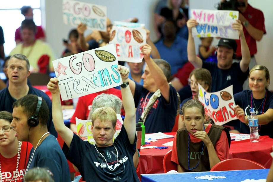 Brookwood Community citizens hold up signs and cheer Tuesday, Sept. 24, 2013, in Brookshire. Photo: Brett Coomer, Houston Chronicle / © 2013 Houston Chronicle