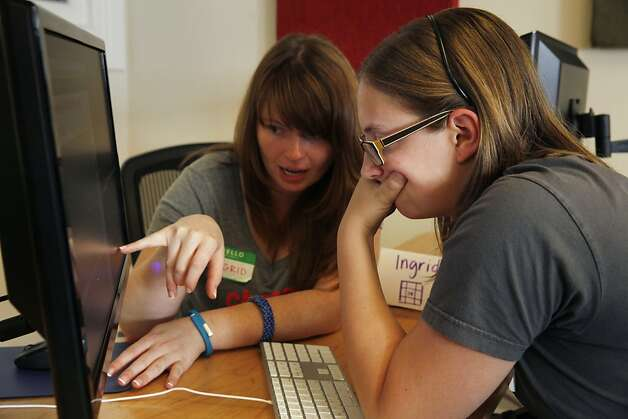 The students start off working in pairs,  like Ingrid Avendao (left) and Ava St. John. Photo: Lea Suzuki, The Chronicle