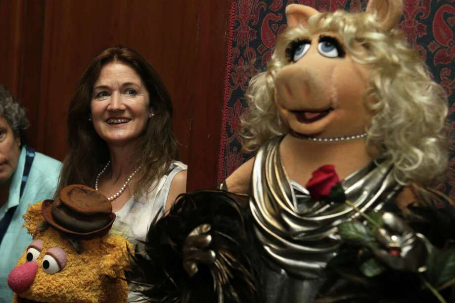 Cheryl Henson (left), Jim Henson's daughter, watches Miss Piggy join the Smithsonian's National Museum of American History in Washington. Photo: Jacquelyn Martin / Associated Press