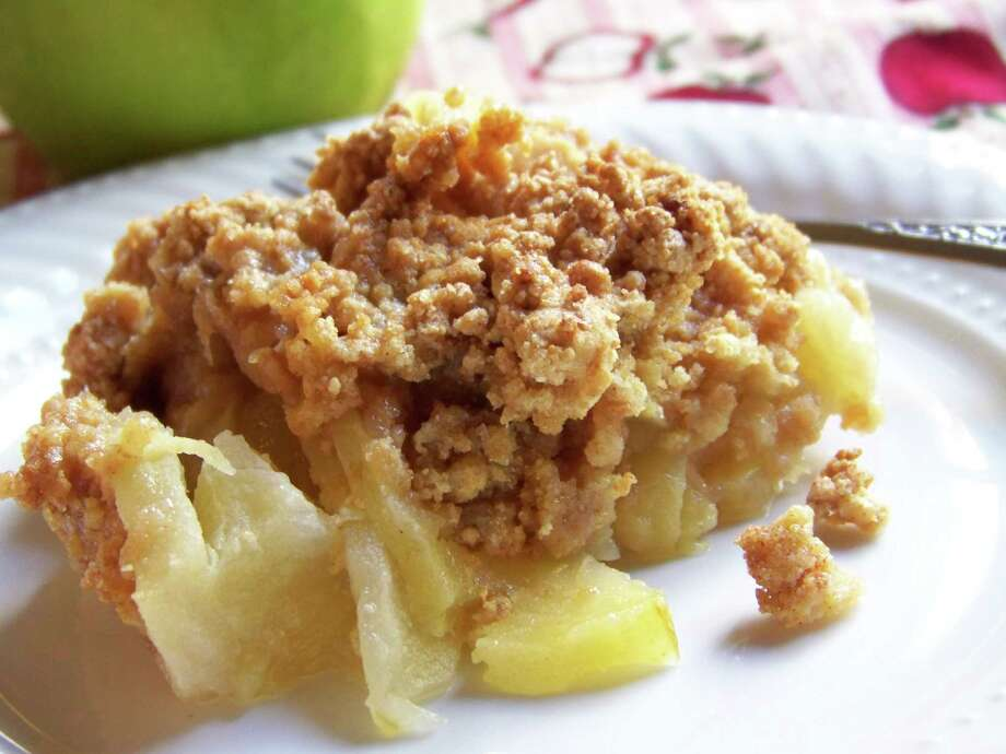 There are many variations on the basic apple cobbler recipe./healthymamma.wordpress.com