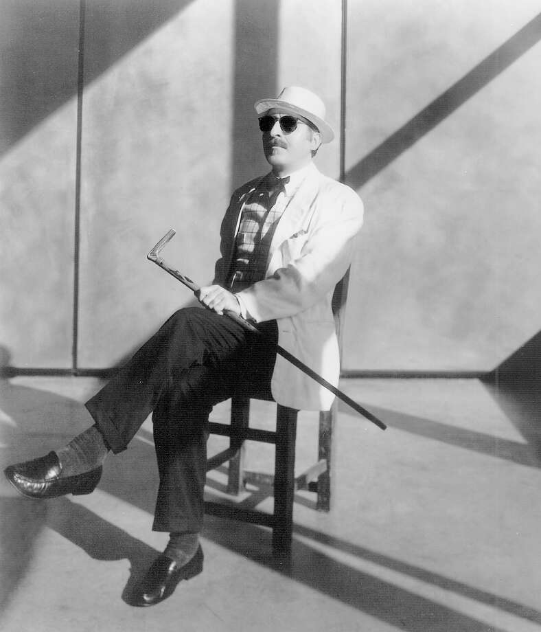 KRT ENTERTAINMENT STORY SLUGGED: MUS-REDBONE KRT PHOTOGRAPH VIA SAN LUIS OBISPO TRIBUNE (September 20) Singer Leon Redbone finds his inspiration in turn-of-century culture. (nk) 2004 (B&W Only) Photo: HANDOUT, HO / SAN LUIS OBISPO TRIBUNE
