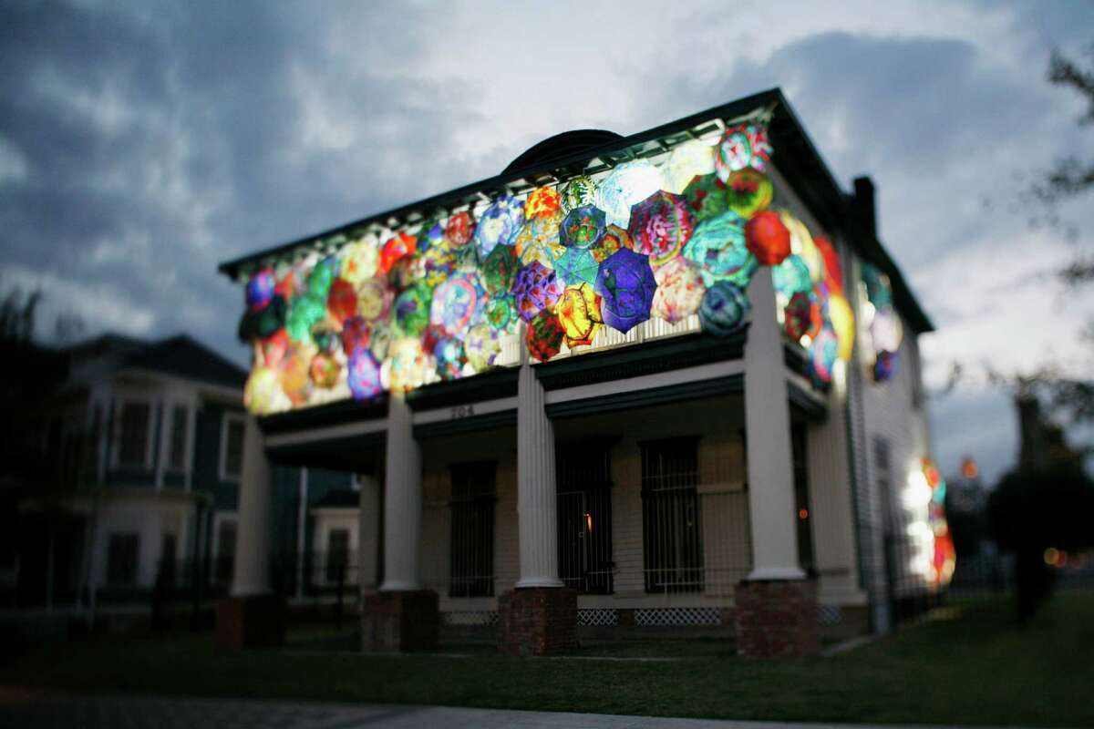 In 2006, Fleischhauer transformed the 1904 Foley House into a temporary site-specific art installation. The house façade and windows were covered with parasols whose designs are actually magnetic resonance images of the human brain.