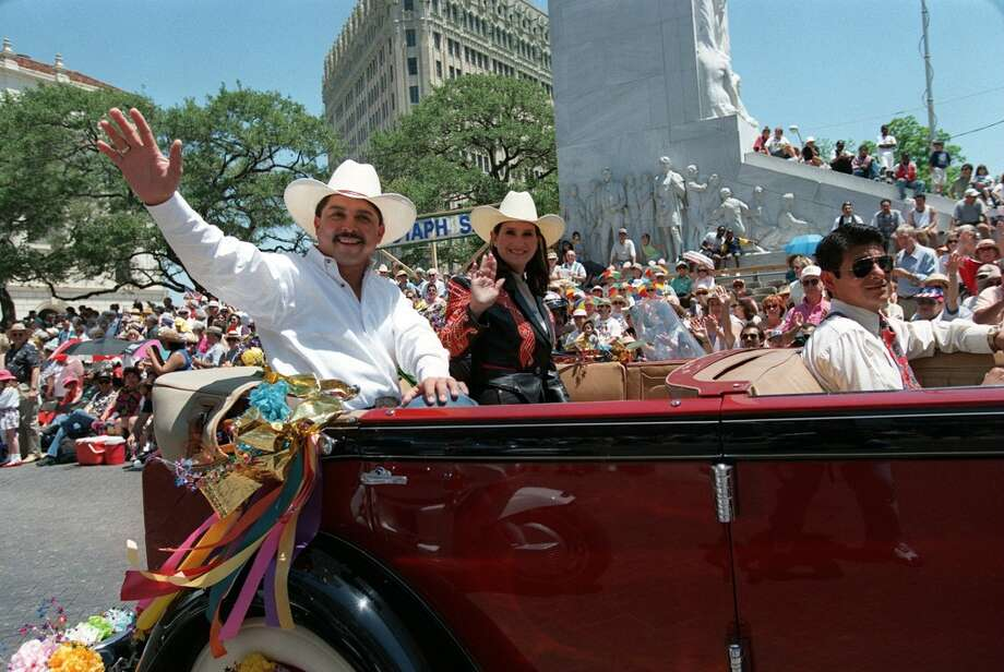 Emilio Navaira Grand Marshall in 1998. Photo: KIN MAN HUI, SAN ANTONIO EXPRESS-NEWS