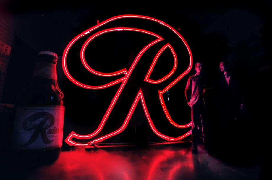 "The original ""R,"" pictured, went to MOHAI in 2000. The comeback ""R"" will be a replica made by Western Neon. Photo: DANIEL SHEEHAN, P-I File"