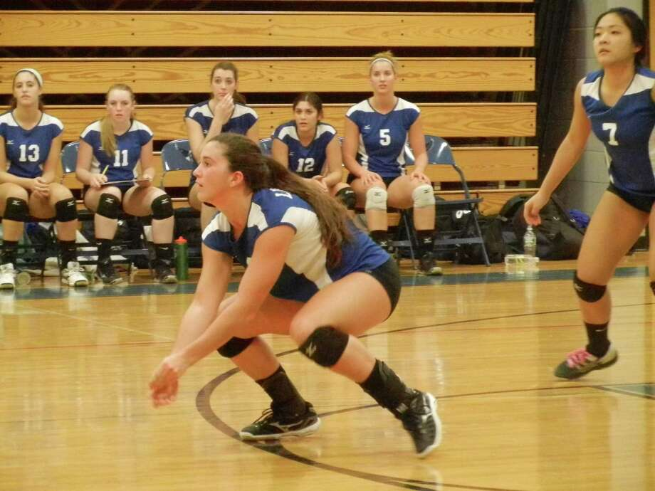 Fairfield Ludlowe junior Olivia Auray, left, moments before returning a ball from Darien in a 3-1 loss in Fairfield on Wednesday, Sept. 25. Falcons' senior Sharon Kim (7) is ready, too. Photo: Reid L. Walmark / Fairfield Citizen