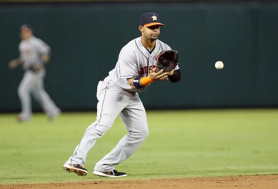 Jonathan Villar #6 of the Astros fields a ground ball hit by Adrian Beltre. Photo: Rick Yeatts, Getty Images