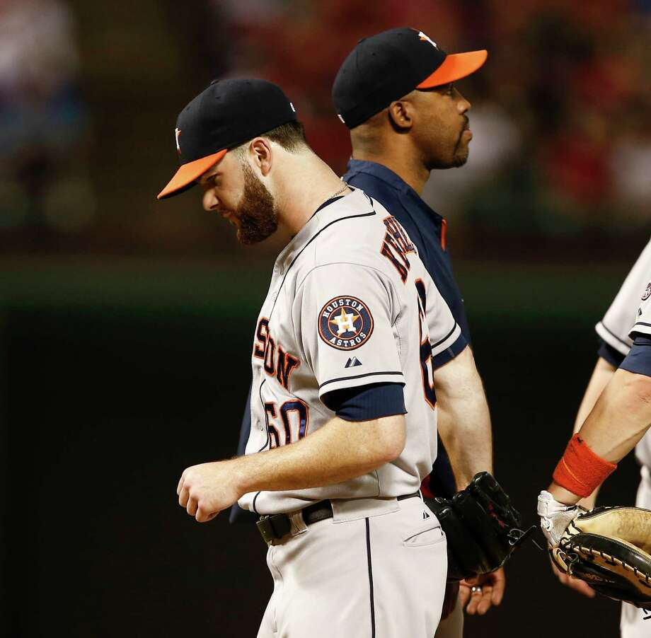 Astros starter Dallas Keuchel is relieved by manager Bo Porter in the sixth inning Wednesday night after Ian Kinsler homered to give the Rangers a 7-3 lead. Photo: Jim Cowsert, FRE / FR170531 AP