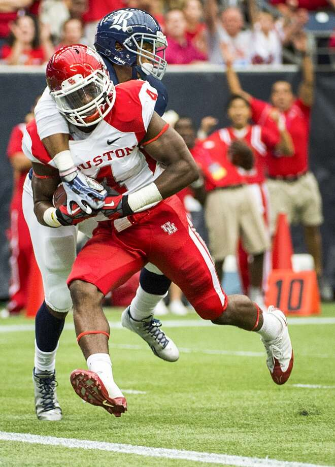Houston wide receiver Daniel Spencer scores on a 25-yard touchdown pass as Rice safety Malcolm Hill defends. Photo: Smiley N. Pool, Houston Chronicle