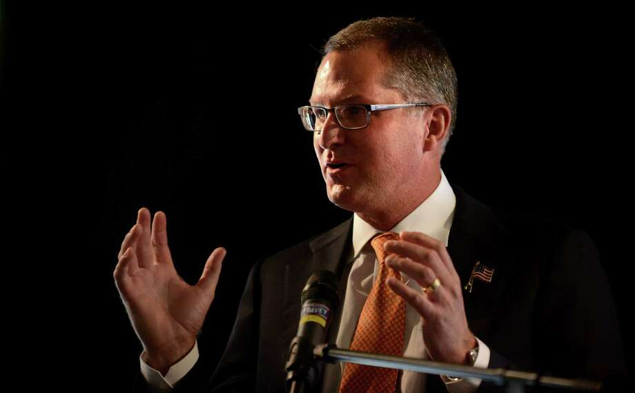 Dave Pelzer talks about his personal experience with abuse during the annual Speaking of Women luncheon at The Waterview in Monroe, Conn. Thursday, Sept. 26, 2013. Photo: Autumn Driscoll / Connecticut Post