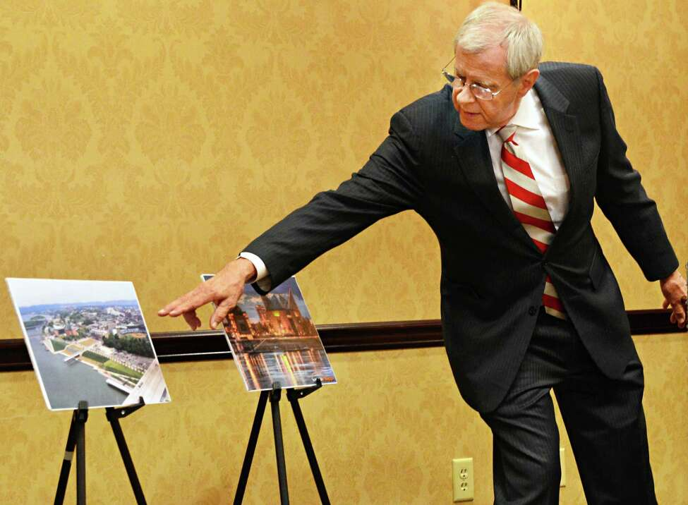 Ron Littlefield, former mayor of Chattanooga, Tenn., points to a photograph of the aquarium in Chattanooga during a news conference Thursday afternoon, Sept. 26, 2013, where a feasibility study on building an aquarium in Albany was to unveiled at the Hampton Inn and Suitesin Albany, N.Y. (John Carl D'Annibale / Times Union)