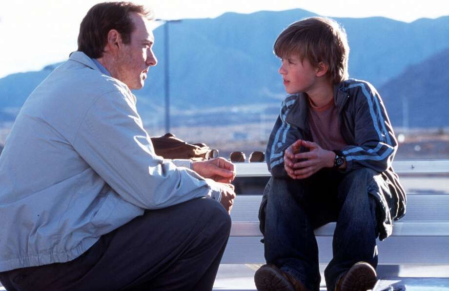"Kevin Spacey and Haley Joel Osment in Warner Bros. Pictures' and Bel-Air Entertainment's drama, ""Pay It Forward."" (URSOPRETTTY) Photo: Associated Press"