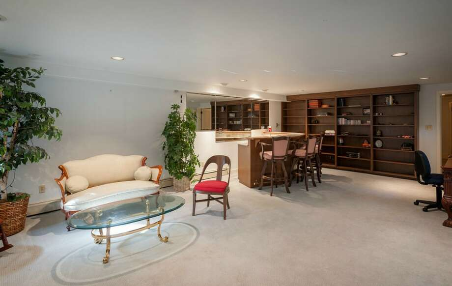 Family room of 2045 Parkside Drive E. It's listed for $2.15 million. Photo: Aaron Leitz, Courtesy Lisa Turnure, Coldwell Banker Bain