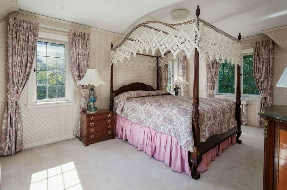Bedroom of 2045 Parkside Drive E. It's listed for $2.15 million. Photo: Aaron Leitz, Courtesy Lisa Turnure, Coldwell Banker Bain