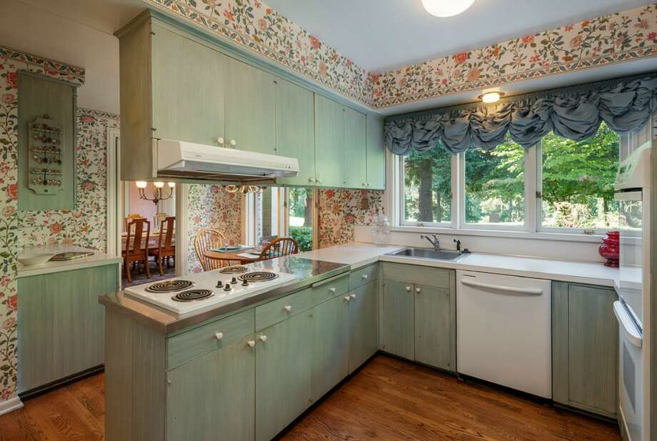 Kitchen of 2045 Parkside Drive E. It's listed for $2.15 million. Photo: Aaron Leitz, Courtesy Lisa Turnure, Coldwell Banker Bain