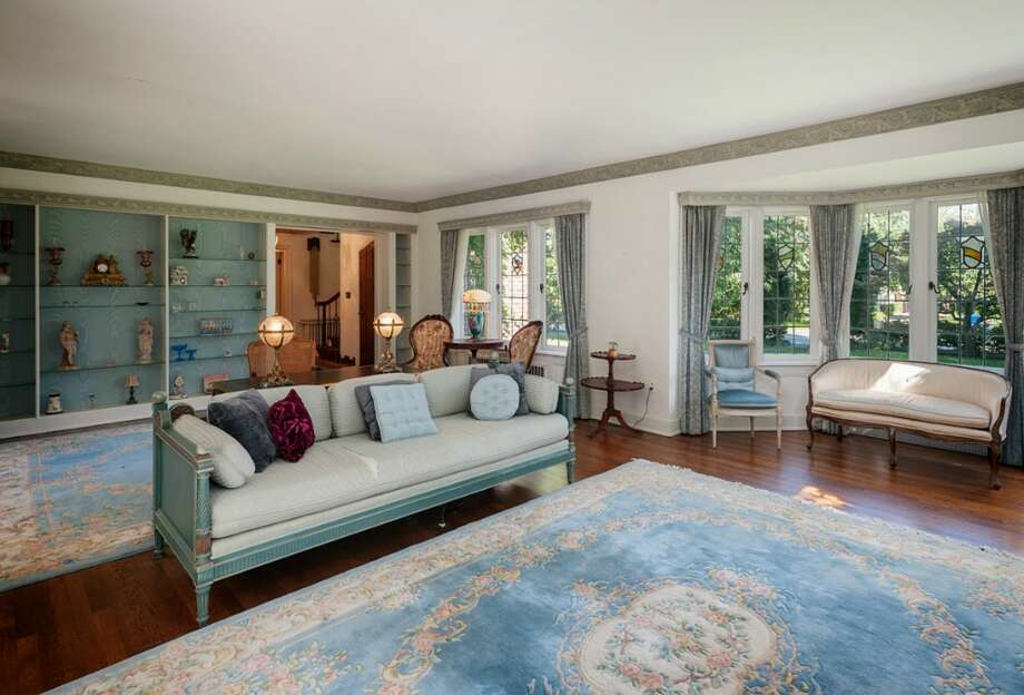 Living room of 2045 Parkside Drive E. It's listed for $2.15 million. Photo: Aaron Leitz, Courtesy Lisa Turnure, Coldwell Banker Bain