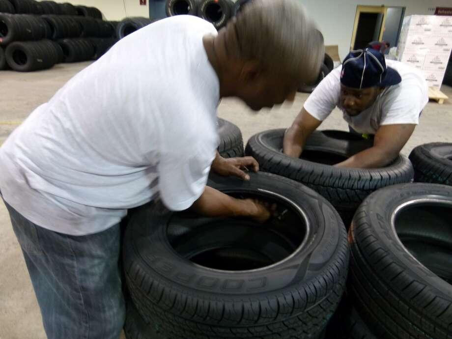 Building tire barrier Photo: John De Layre