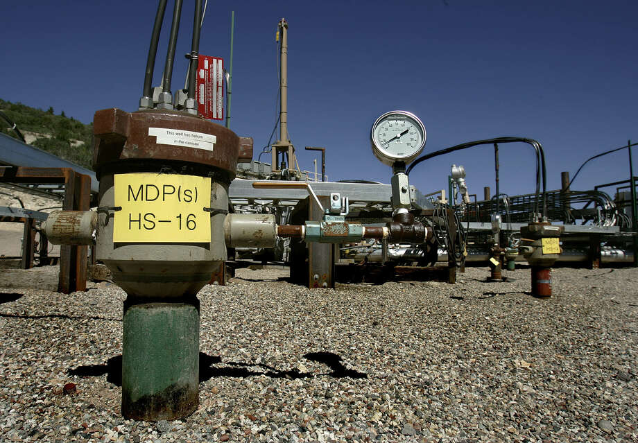 Shell Oil has given up on its Mahogany exploration project in Colorado, where it was trying to find an economically viable way to distill crude from the oily fine-grained sedimentary rock. Photo: Douglas C. Pizac / Associated Press