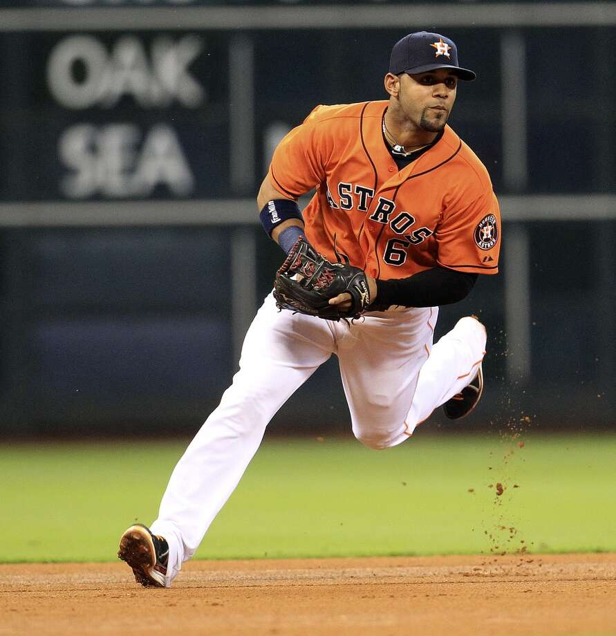 Astros shortstop Jonathan Villar (6) runs to field a grounder by Zoilo Almonte. Photo: Karen Warren, Houston Chronicle