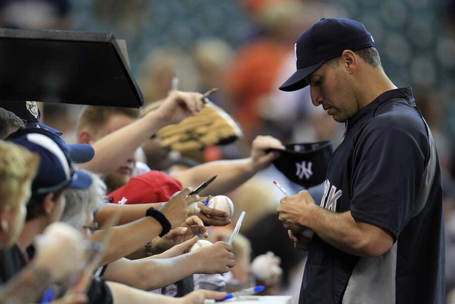 Yankees starting pitcher Andy Pettitte signs autographs during batting practice. Photo: Karen Warren, Houston Chronicle