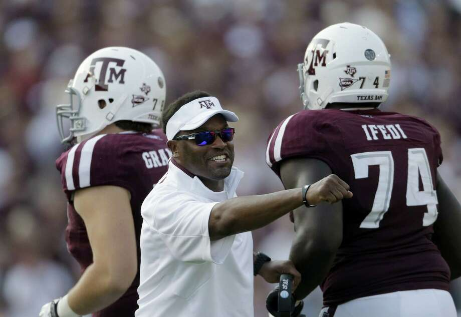 Coach Kevin Sumlin (center) has won his last 13 road games, including a 7-0 mark last year in his first season at A&M. Photo: David J. Phillip / Associated Press