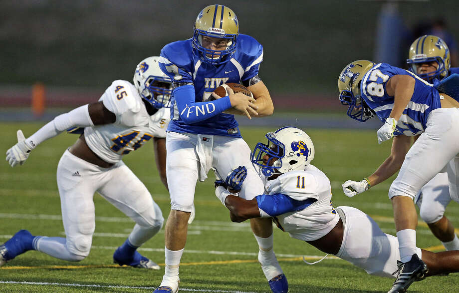 Clemens defensive end Kolin Hill (45) and linebacker Matthew Johnson trap Tivy quarterback Ryon Mays and bring him down. The Buffaloes forced Tivy into four turnovers. Photo: Tom Reel / San Antonio Express-News